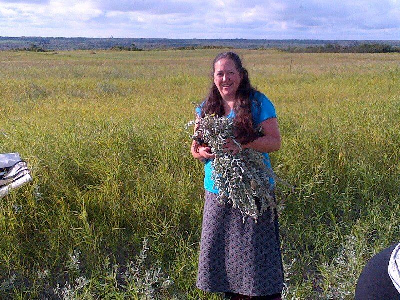 140822_saskatoon_christi-belcourt_sage-picking