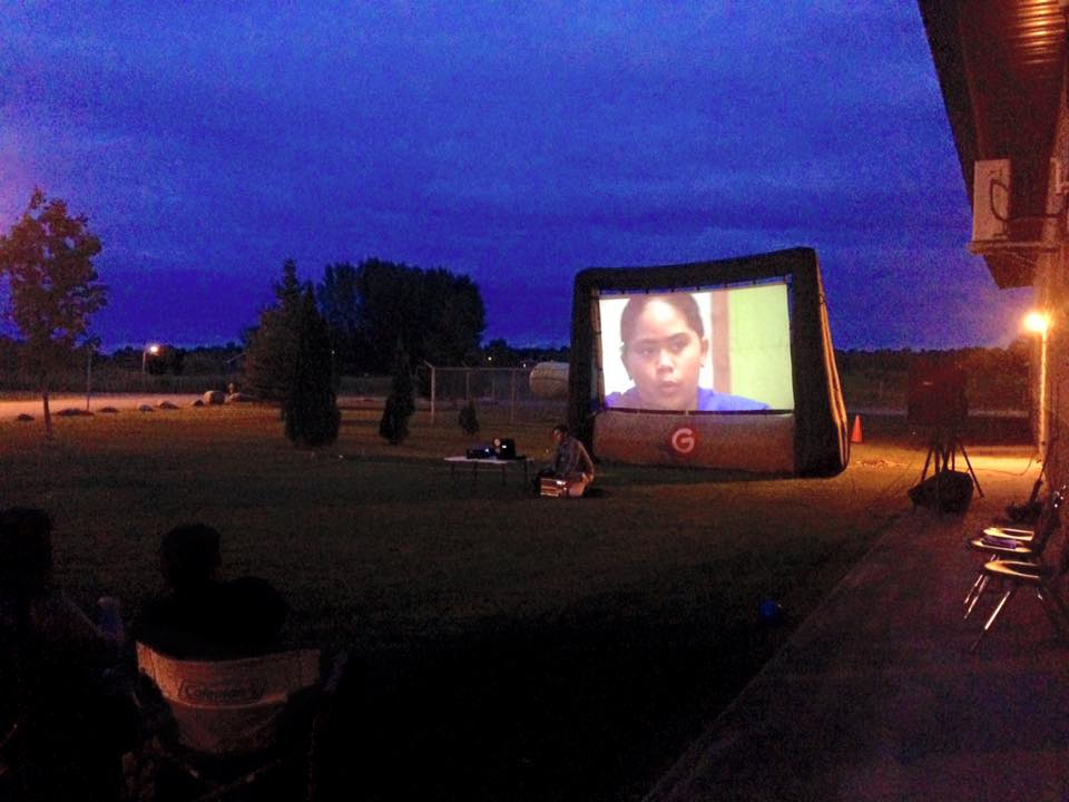 150806_akwesasne_movie-night_07